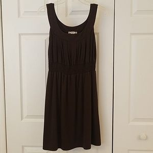 Sleeveless dress with rounded neckline